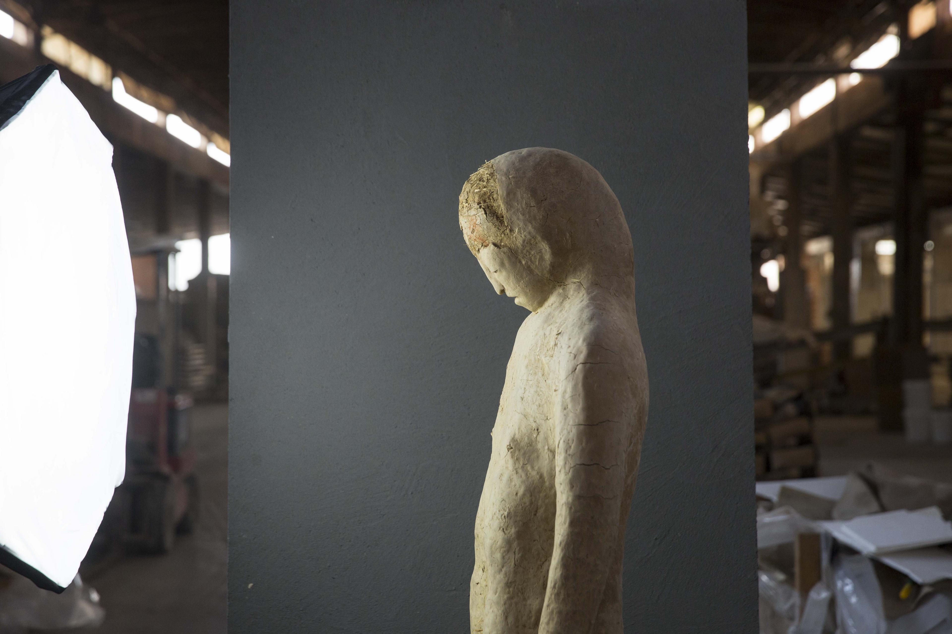 Roberta Busato at work in Matteo Brioni atelier, photo by Giuseppe Gradella