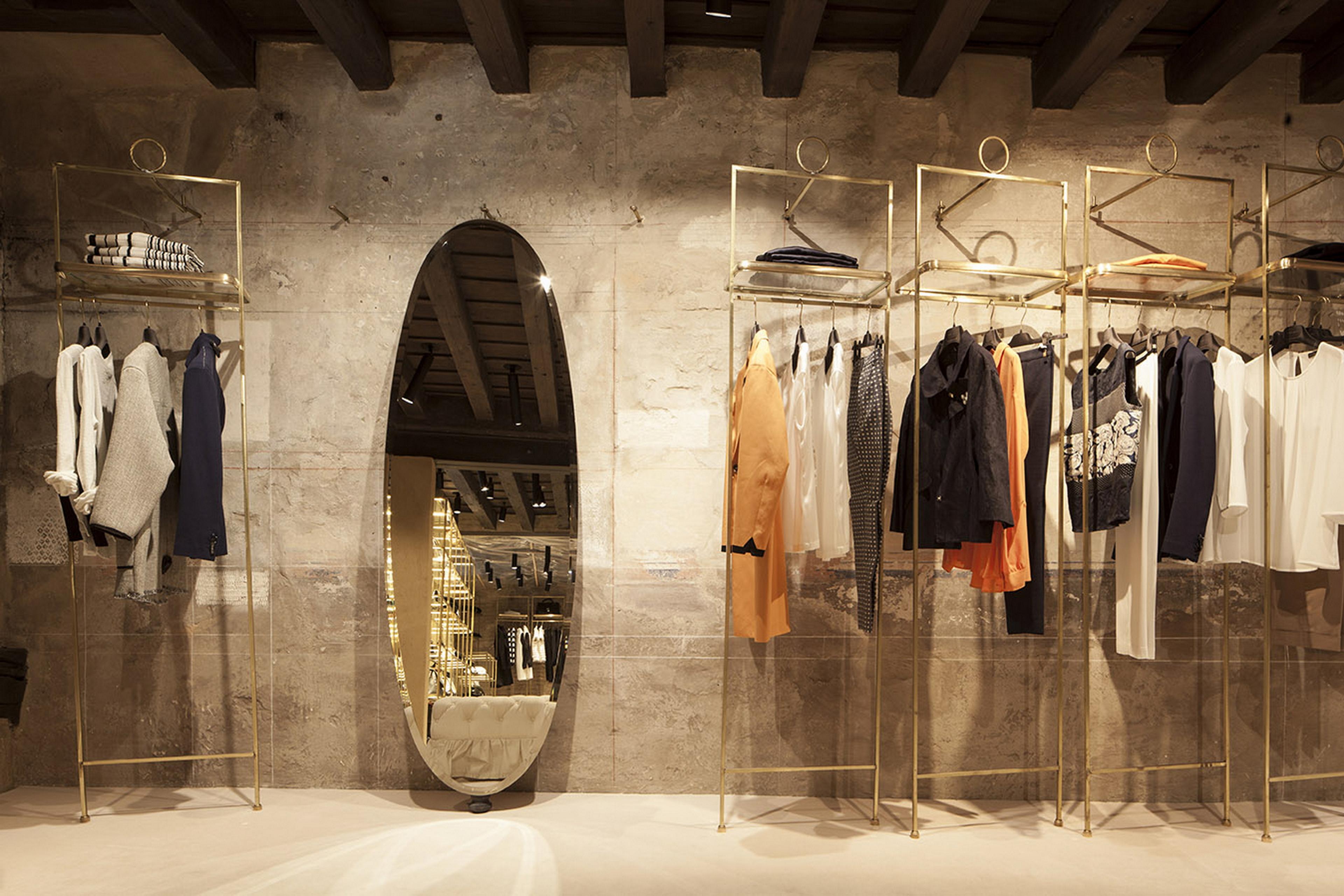 Fabio Gatto store in Treviso, by Isabella Breda, made with TerraVista Smooth Bespoke Cannella and Zenzero, photo by Bruno Pulici